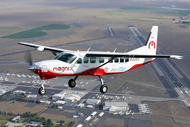 ついに米国で、完全電気飛行機が初フライト!!
